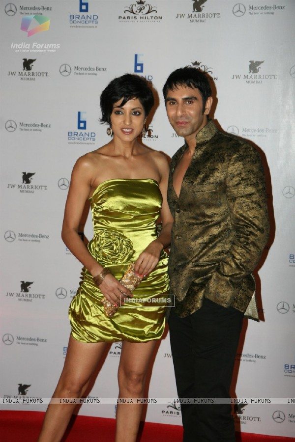Sandip Soparkar with wife Jesse Randhawa at Paris Hilton party bash at Enigma in Hotel JW Marriott