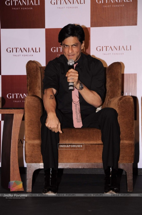 Shah Rukh Khan promotes 'Ra.One' in association with Gitanjali at Trident