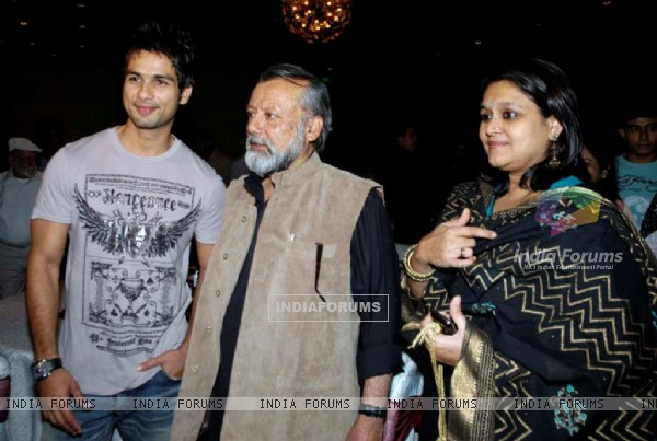 Shahid Kapoor with his father and mother