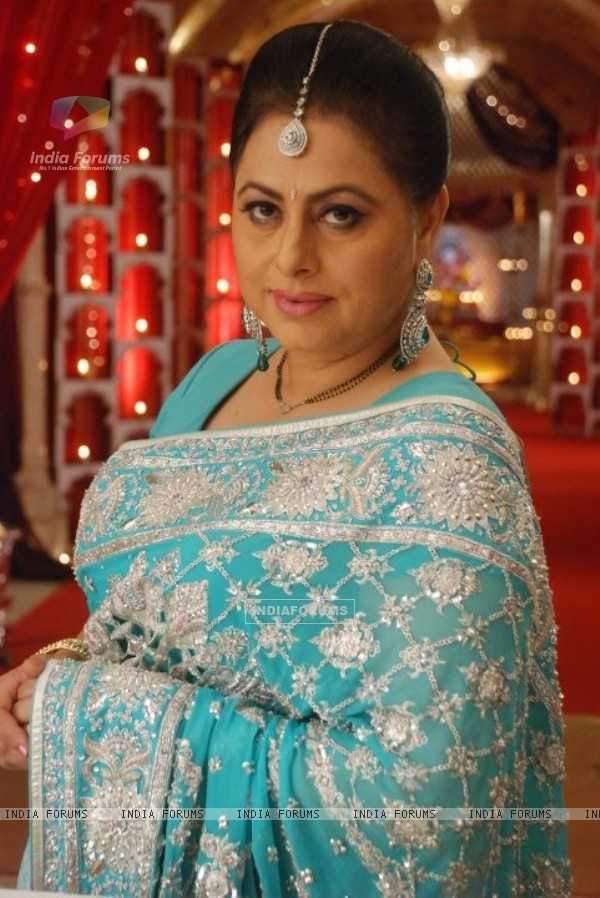 Renuka Israni as Shipra Sharma in Bade Acche Laggte Hai