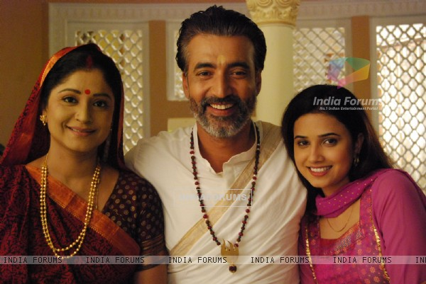 Nityananda Swami with his wife and daughter in tvshow Havan