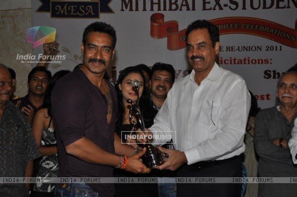 Ajay Devgan felicitated by Ex Mithibai College association headed by Krishna Hegde
