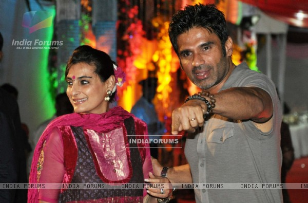 Suniel Shetty with wife grace Sanjay Dutt's Mata Ki Chowki in Bandra