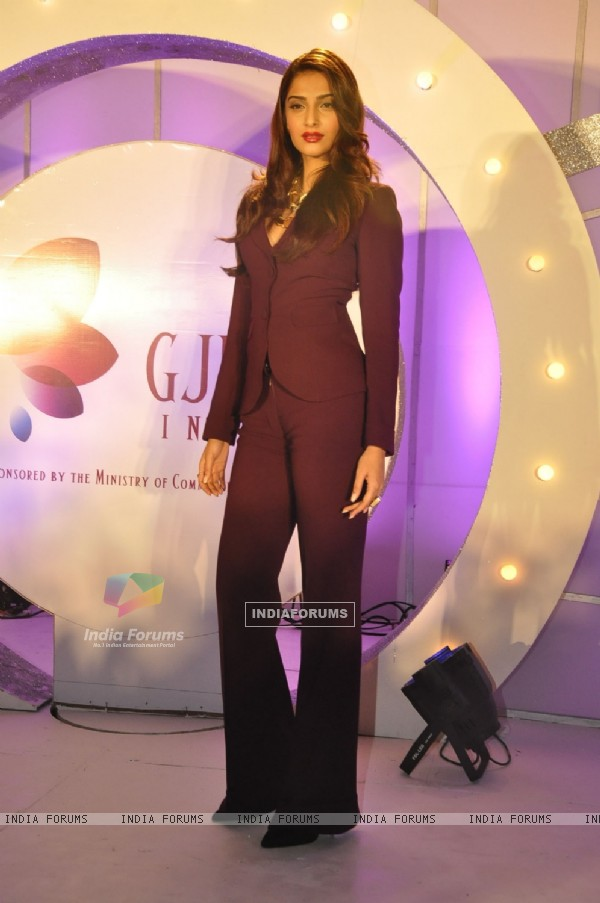 Sonam Kapoor unveils GJEPC new logo at Grand Hyatt, Mumbai