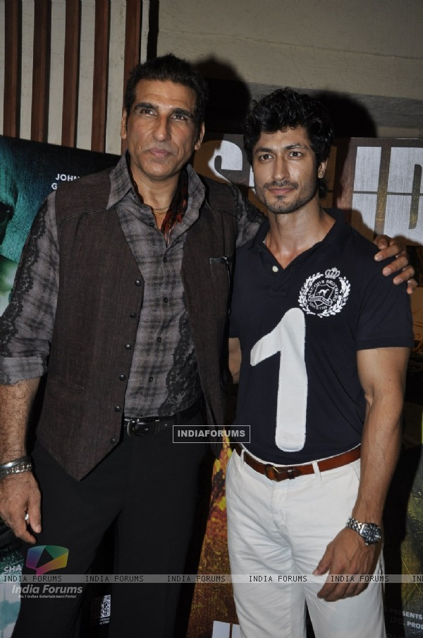 Mukesh Rishi and Vidyut Jamwal at Success party of 'Force' movie