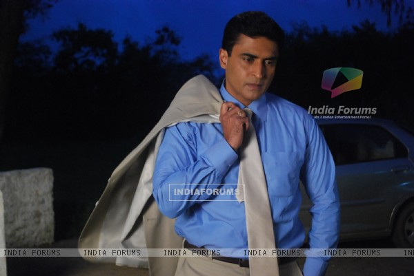 Mohnish Behl as Dr. Ashutosh in Kuch Toh Log Kahenge