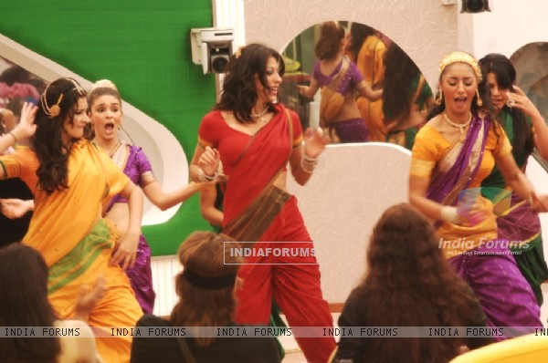 Participants performed in Tamil Song in Bigg Boss Season 5