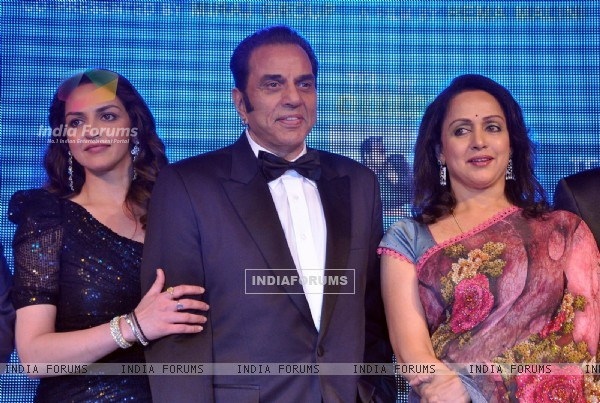 Dharmendra and Hema Malini with Esha Deol at Music launch of film 'Tell Me O Kkhuda' in Mumbai