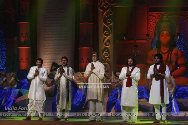 Amitabh, Manoj Tiwari, Aadesh and more performs during the launch of album 'Shri Hanuman Chalisa'