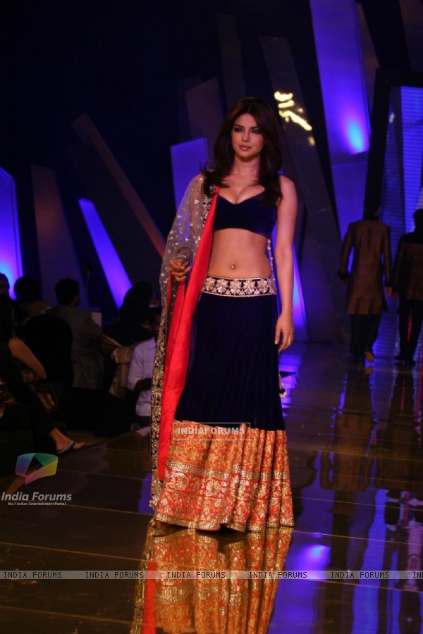 Priyanka Chopra walk the ramp in People Magazine - UTVSTARS Best Dressed Show 2011 party in Mumbai