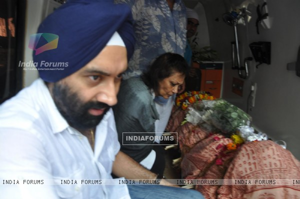 Chitra Singh at Funeral of Legendery Gazal Singer 'Jagjit Singh' at Chandanwadi Crematorium