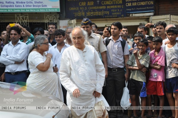 Pandit Jasraj at Funeral of Legendery Gazal Singer 'Jagjit Singh' at Chandanwadi Crematorium, Mumba