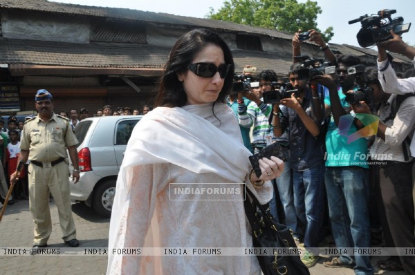 Celebs at Funeral of Legendery Gazal Singer 'Jagjit Singh' at Chandanwadi Crematorium, Amrin Lines