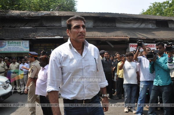 Mukesh Rishi at Funeral of Legendery Gazal Singer 'Jagjit Singh' at Chandanwadi Crematorium, Mumbai