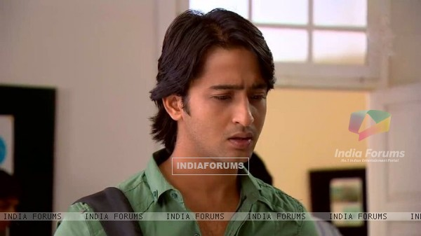 Shaheer Sheikh as Anant is tensed in TV Show Navya