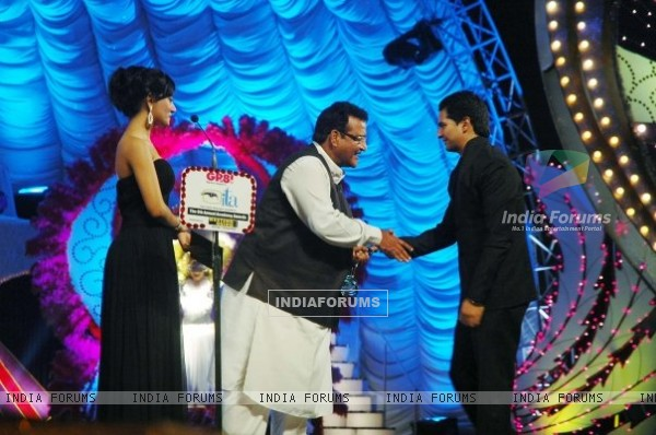 Karan Mehra receiving ITA award for popular actor