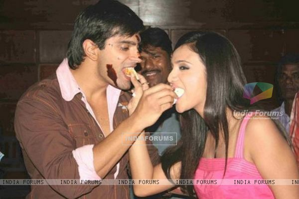 Karan Singh Grover celebrates his birthday with Shilpa Anand