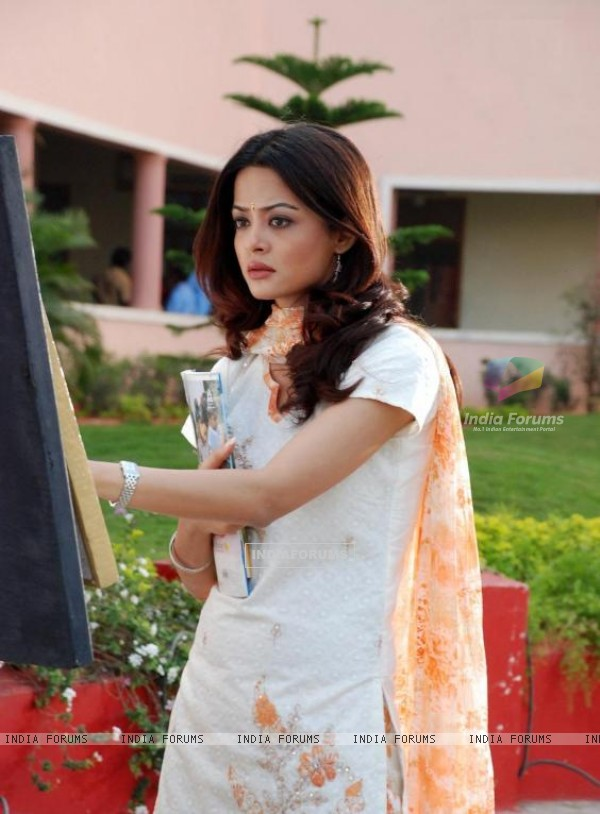 Surveen Chawla in a Tamil film