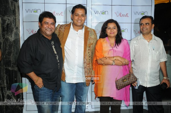 Mandeep Khurana with Ashiesh, Vivek and Divyajyotee at Grand launch of 'CAVE' in Mumbai a Sunken Bar