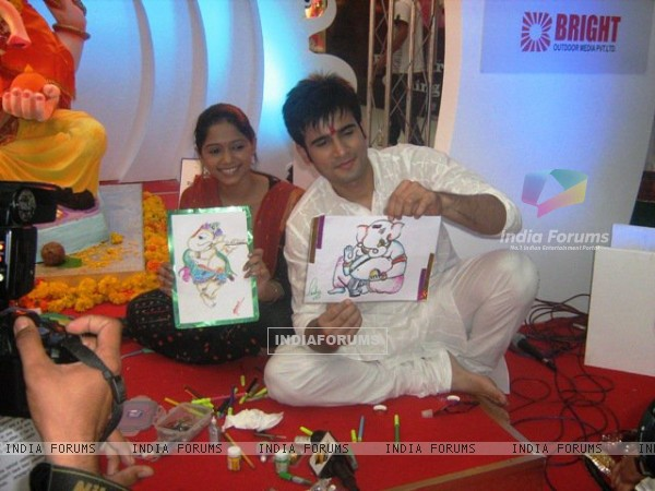 Karan Tacker and Yashashri Masurkar Celebrates Eco Friendly Ganesh Festival at Oberoi Mall