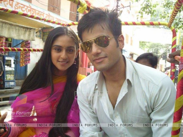 Karan Tacker and Krystle Dsouza in Ek Hazaaron Mein Meri Behna Hain