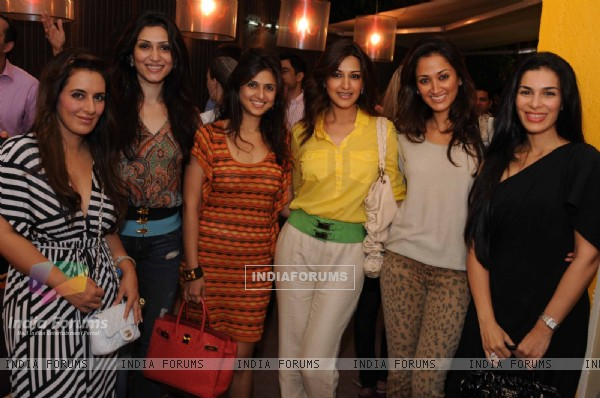 Sonali Bendre with Gayatri, Namrata at launched of Anita Dongre desert cafe - Schokolaade at Khar