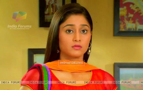 Soumya Seth Navya is worried in TV Show Navya