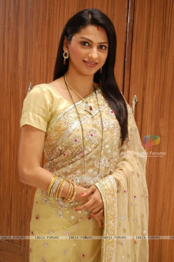 Rucha Hasabnis as Rashi Modi of Saath Nibhana Saathiya
