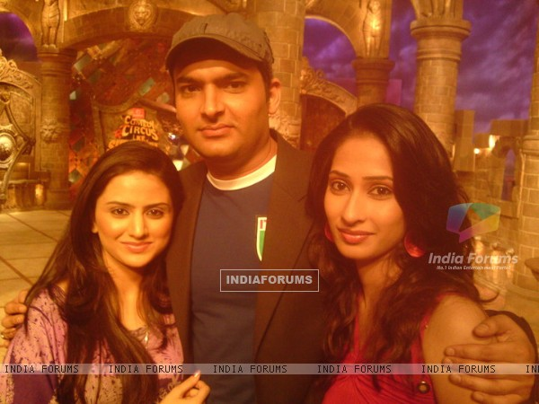 Parvati Sehgal and Priya Marathe with Kapil on Comedy Circus