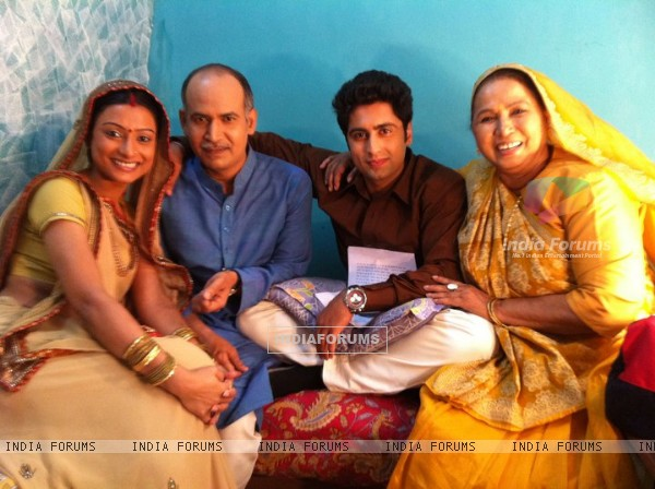 Pratigya cast behind the scenes