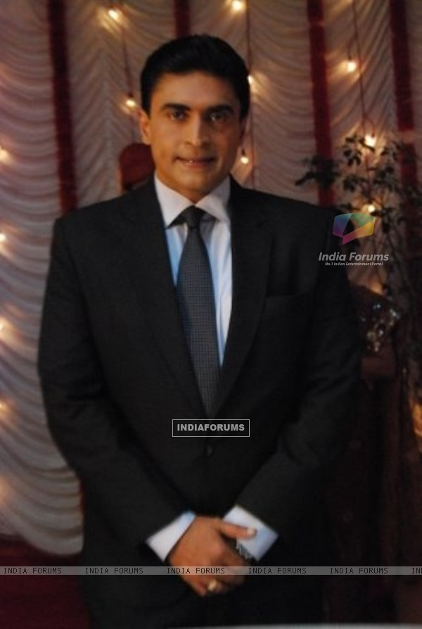 Mohnish Behl as Dr. Ashutosh