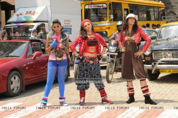 Additi Gupta, Kritika Kamra and Rakhi Sawant during the shooting of title song Zara Nachke Dikha