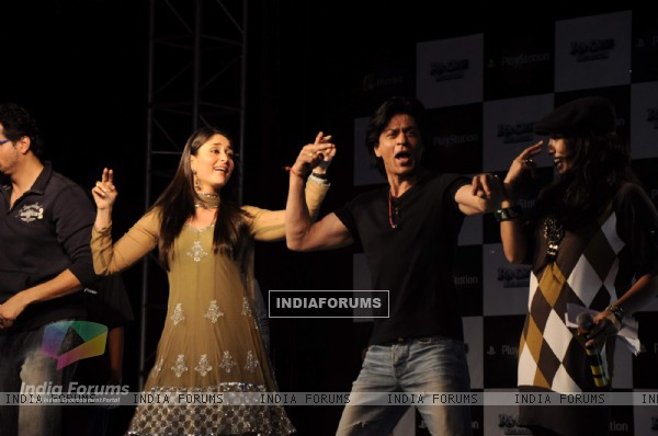 Shah Rukh Khan and Kareena Kapoor at playstation press meet at Inorbit Mall