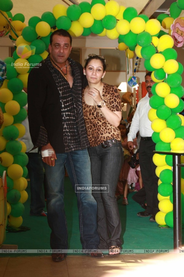 Celebs at Sanjay Dutt and Manyata Kids 1st Birthday