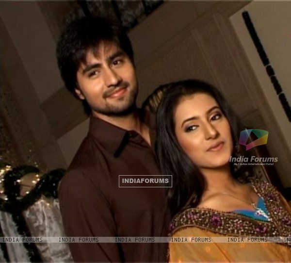 Harshad Chopra and Additi Gupta in Kis Desh Mein Hai Meraa Dil