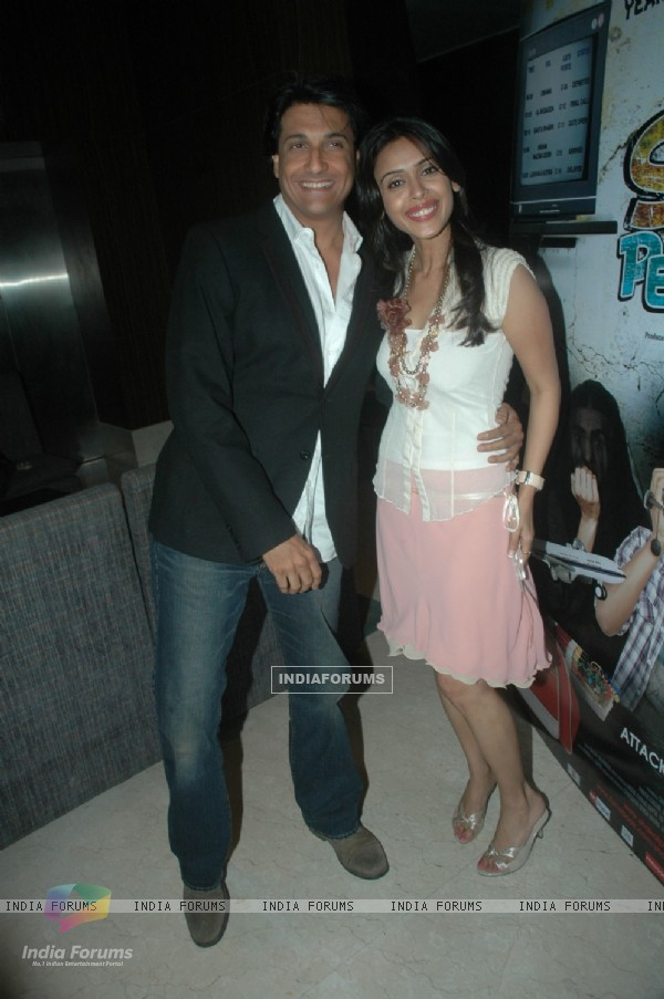 Shiamak Davar and Hrishita Bhatt at Press meet of film 'Shakal Pe Mat Ja' in Novotel