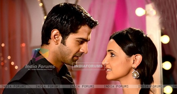Barun Sobti and Sanaya Irani as Arnav and Khusi in Iss Pyaar Ko Kya Naam Doon