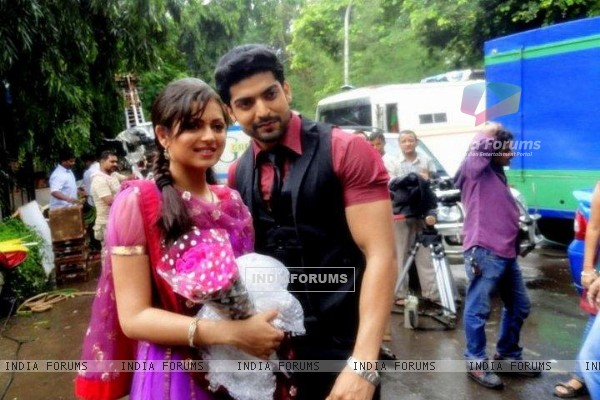 Still image of Maan and Geet