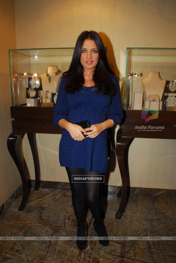 Celina Jaitley unviels Farah Ali Khan latest festive collection