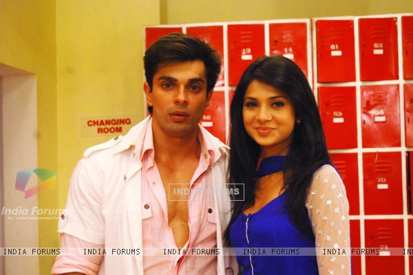 Karan Singh Grover and Jennifer Winget in Dill Mill Gayye