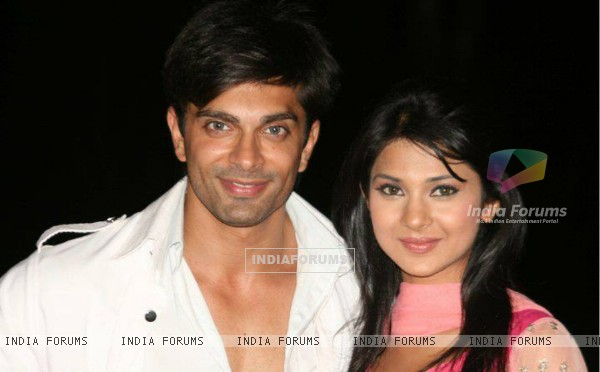 Karan Singh Grover and Jennifer Winget on the sets of Dill Mill Gaye