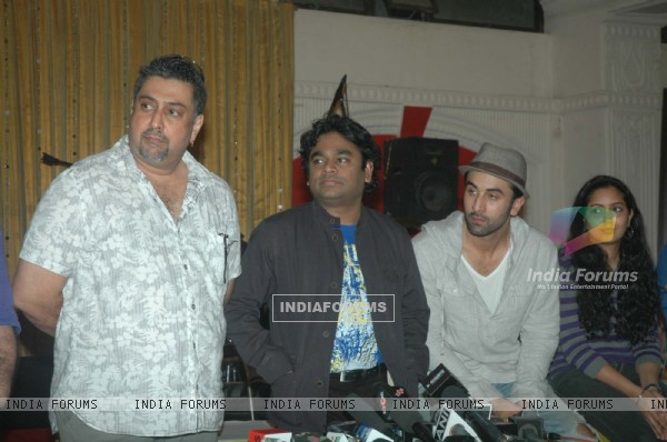 Ranbir Kapoor with A.R. Rahman for the film 'Rockstar' concert press meet at Santacruz in Mumbai (166613)