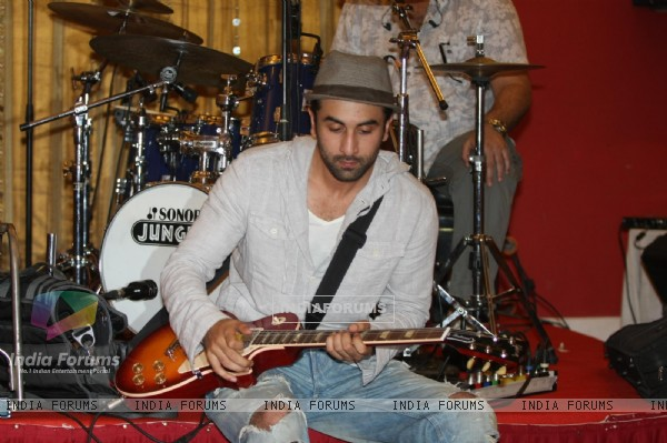 Ranbir Kapoor for the film 'Rockstar' concert press meet at Santacruz in Mumbai (166676)