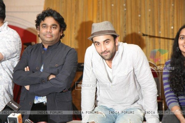 Ranbir Kapoor with A.R. Rahman for the film 'Rockstar' concert press meet at Santacruz in Mumbai (166681)