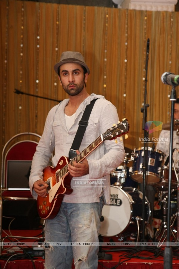 Ranbir Kapoor for the film 'Rockstar' concert press meet at Santacruz in Mumbai (166685)