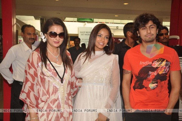 Poonam Dhillon, Sonu Nigam and Neetu Chandra at 'Deswa' music launch in Infinity Malad