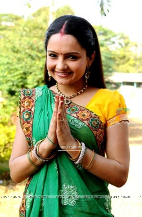 Giaa Manek as Gopi in Saath Nibhana Saathiya