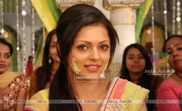 Drashti as Geet in haldi sermani