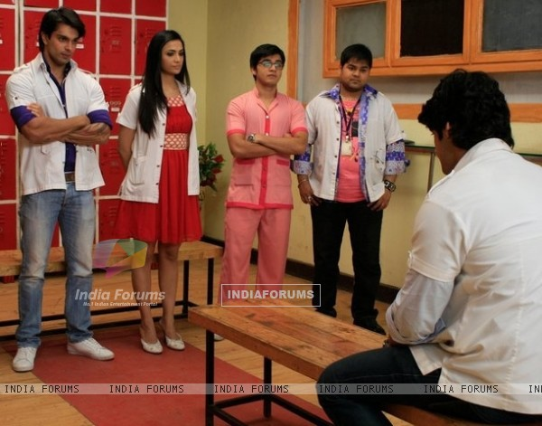 Still scene from Dill Mill Gayye
