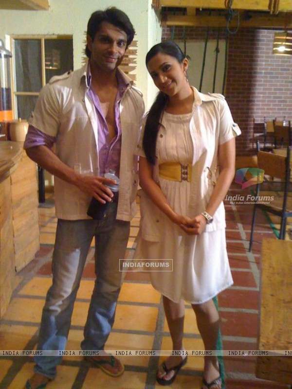Karan Singh Grover and Shilpa Anand as Dr. Armaan and Dr. Riddhima